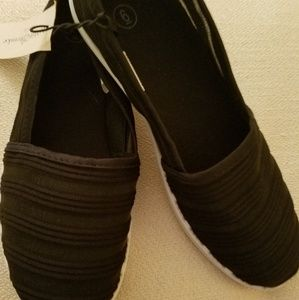 a3fd933dff0 NWT Bobby Brooks Slip On Shoes